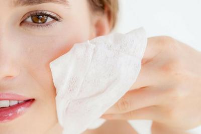 [FORUM] Bolehkah tisu basah digunakan untuk membersihkan wajah?