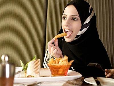 [FORUM] Makan pedas berkeringat di kepala, hijab ku bau nanti gimana ya?