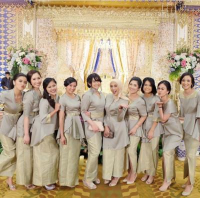 [FORUM] Kasih bahan buat bridesmaid, mending disuruh bikin kebaya atau dress polos?