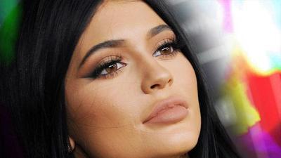 Ikuti Tutorial Ini untuk Membuat Bibir Tipis Terlihat Lebih Tebal
