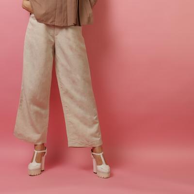 Ladies, Ini Dia 5 Tipe Celana yang Wajib Banget Kamu Miliki!