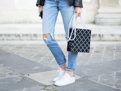 [FORUM] Sneakers VS flat shoes, buat ke kampus asikkan mana menurut kamu?