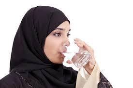 [FORUM] Wow! Minum air hangat tiap pagi bikin berat badanku turun