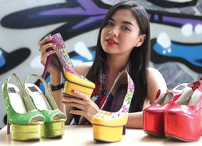 [FORUM] Sebenarnya wanita itu normalnya punya berapa sepatu sih?