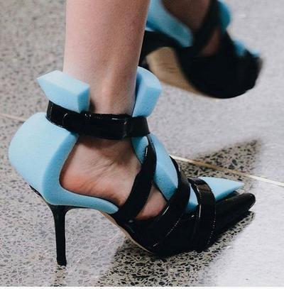 [FORUM] Sepatu berbahan spons mirip pencuci piring, harganya gak masuk akal!