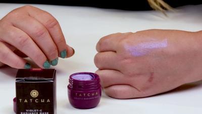 Tatcha Violet-C Radiance Mask, Masker Ungu yang Buat Wajah Lembut, Flawless dan Lebih Cerah!