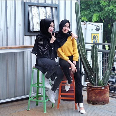 [FORUM] Adu gaya hijabers, kamu lebih suka Aghnia Punjabi atau Amelia Elle?
