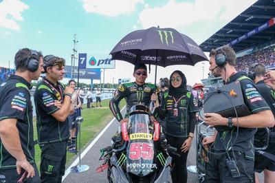 [FORUM] Viral! Umbrella Girls Berhijab di Moto GP Thailand, Gimana Pendapat Kamu?