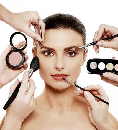 Ingin Eye Makeup Tahan Lama? Begini Trik Ampuhnya