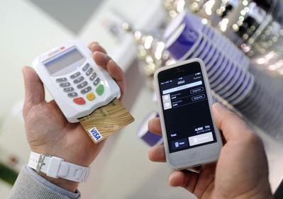[FORUM] Lebih suka belanja dengan cash, debit atau Go-pay?