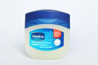 [FORUM] Selain untuk bibir, kamu pakai Vaseline Petroleum Jelly untuk apa lagi?