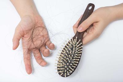 [FORUM] Bener ga kalau rambut rontok saat haid harus dikumpulkan?