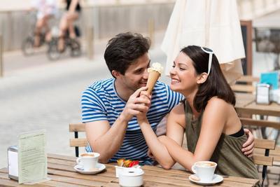 [FORUM] Ngedate pertama kali, kamu akan tetap makan banyak atau lebih jaim?