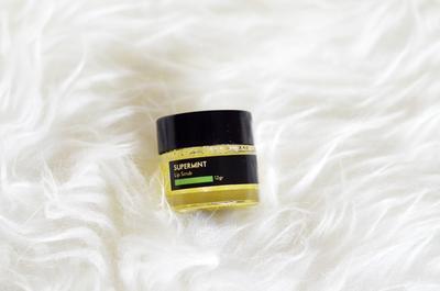 Dapatkan Bibir Lembap dan Terhidrasi dengan The bath box Super Mint Lip Scrub