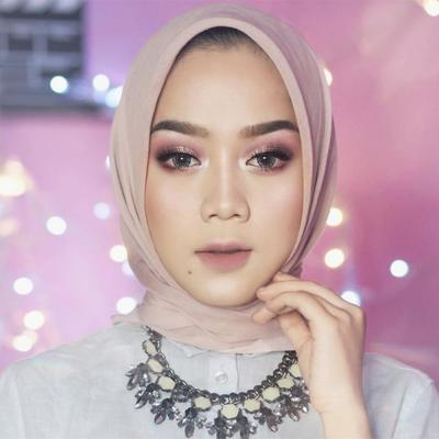 [FORUM] Bolehkah wanita berhijab pakai makeup tebal?