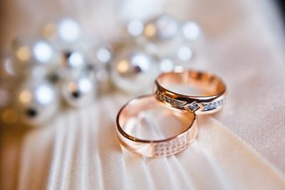 [FORUM] Cincin lamaran dan cincin nikahan boleh disamain saja nggak sih?