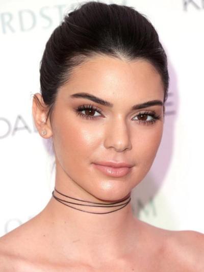 [FORUM] Setuju gak kalau lagi pakai lipstick nude, wajah jadi pucat?