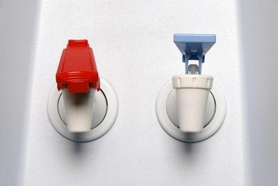 [FORUM] Kamu lebih suka minum air hangat atau dingin?