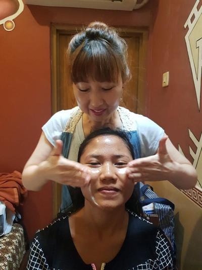 [FORUM] Bagi kulit kering kombinasi toner untuk pengecil pori pori di area atau di seluruh muka?