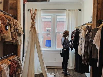 [FORUM] Merasa lebih nyaman belanja di toko atau online shop?