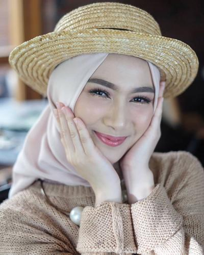 [FORUM] Melody eks JKT 48 fix berhijab, makin cantik deh
