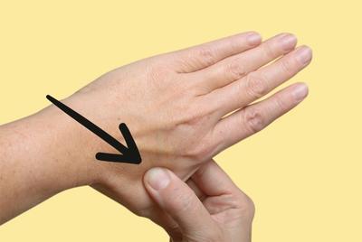 [FORUM] Taruh es batu di jari, sakit gigi langsung sembuh!