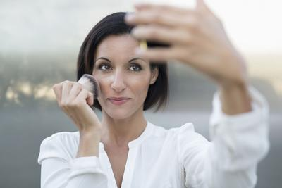 Ternyata Ini Lho Masa Berlaku Kosmetik yang Selama Ini Kamu Gunakan Sehari-hari!