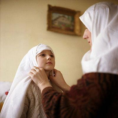 [FORUM] Kalau orangtua belum berhijab, apakah wajar jika kita pakai hijab duluan?