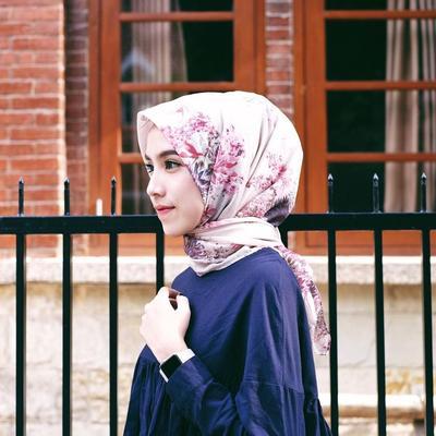 [FORUM] Lebih pede pakai hijab motif atau hijab polosan aja untuk sehari-hari?