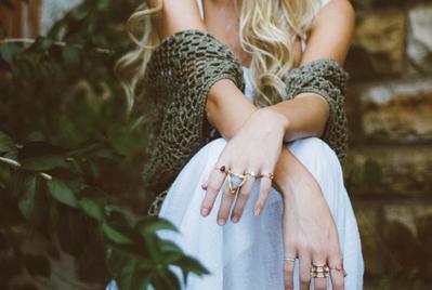 Bukan Cuma Baju, 5 Benda Ini Juga Bisa Bikin Kamu Kelihatan Fashionable!