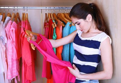 [FORUM] Kenapa cewek suka lama ya kalau pilih baju untuk dipakai hari itu?