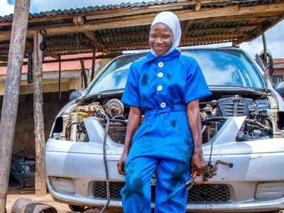 [FORUM] Montir Berhijab Asal Nigeria yang Lagi Viral!