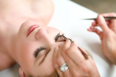 [FORUM] Kamu berminat gak pasang eyelash extension?