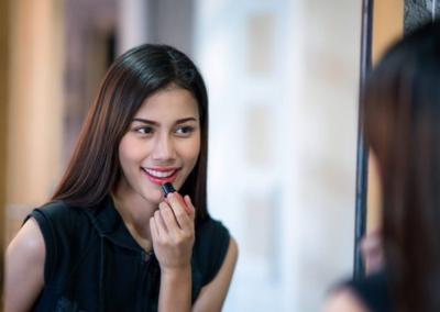 [FORUM] Sering pinjam-pinjaman lipstik sama temen tuh gak apa-apa ya?