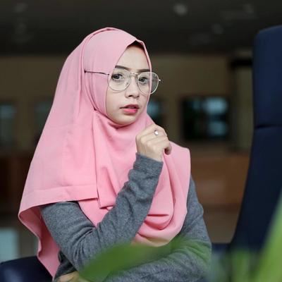 [FORUM] Berasa wajah aneh deh kalau pakai kacamata pas lagi pakai hijab segiempat, kamu juga?
