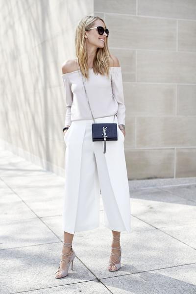 5 Atasan Ini Cocok Banget Kamu Padupadankan dengan Celana Kulot, Ladies!