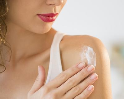 Produk Skincare Enggak Cocok di Kulit Wajah Kamu? Yuk Coba 4 Tips Ini!
