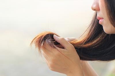 4 Cara Paling Jitu untuk Mengatasi Rambut Bercabang yang Membandel
