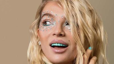 [FORUM] Wow! Ada rainbow tooth, tren kecantikan yang aneh tapi viral kamu berani?