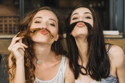 [FORUM] Antara pacar dan sahabat, mana yang lebih jadi prioritas kamu?