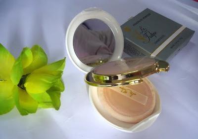 2. La Tulipe Compact Powder