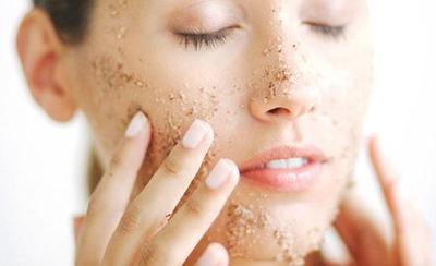 Inilah Rekomendasi Scrub Berbahan Alami yang Bikin Wajah Cerah Anti Iritasi