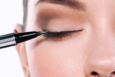 [FORUM] Lebih Merasa Susahan Mengaplikasikan Eyeliner atau Alis?