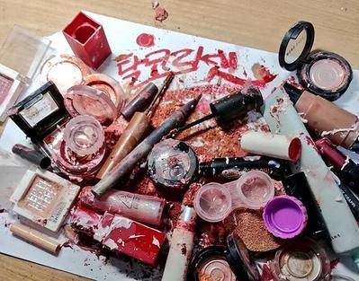 [FORUM] Heboh Cewek-cewek di Korea Hancurin Koleksi Make-Up, Udah Ngga Mau Jadi Cantik Katanya