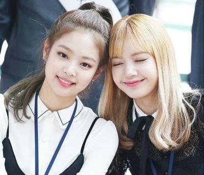 [FORUM] Antara Jennie dan Lisa Blackpink, kamu lebih suka siapa?