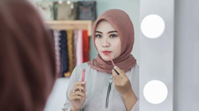 Ladies, Ini Dia Rekomendasi Lipstik Halal dan Murah untuk Kamu Para Hijabers