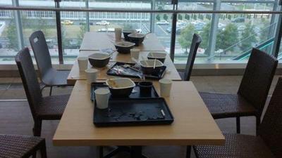 [FORUM] Kamu tim beresin tray atau tinggalin tray di meja pas makan Fast Food?