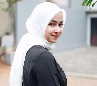 [FORUM] Pede nggak pakai hijab warna putih gitu?