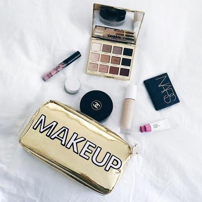 [FORUM] Produk makeup andalan yang nggak pernah ketinggalan dibawa apa?