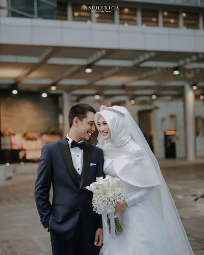 [FORUM] Indah Nada Puspita nikah nih, lebih suka gaun yang putih atau merah?
